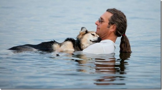 Man-Swims-with-Arthritic-Dog-Hopes-to-Ease-the-Animal-s-Pain